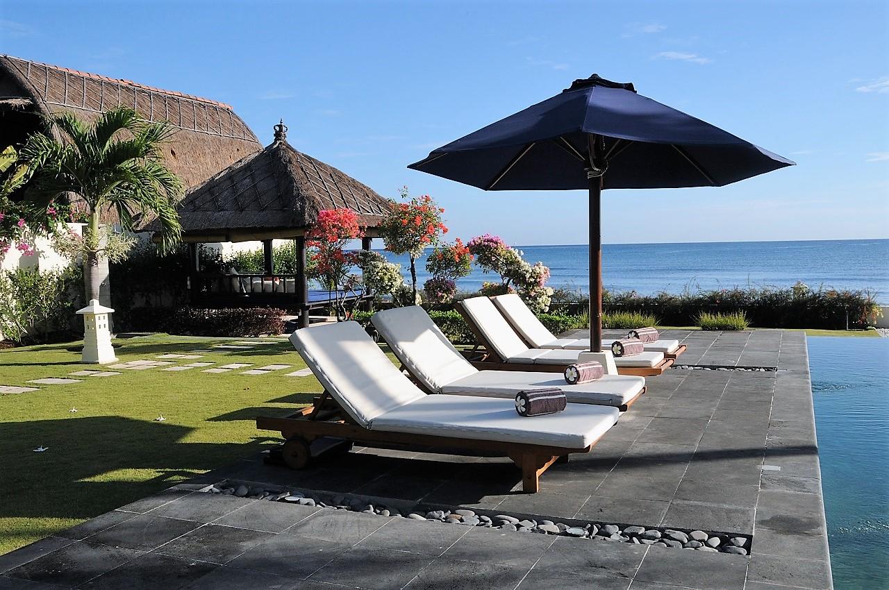 ferienhaus mit pool mieten von privat am meer in lovina. Black Bedroom Furniture Sets. Home Design Ideas