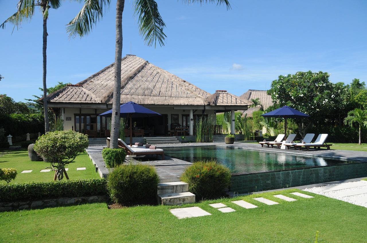 ferienhaus mit pool mieten von privat am meer in lovina auf bali. Black Bedroom Furniture Sets. Home Design Ideas